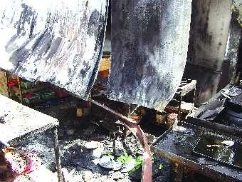 饭店与食客起冲突后厨起火 店方称损失七八万高清图片